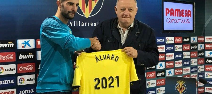 Álvaro junto al vicepresidente Llaneza