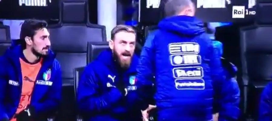 De Rossi explota cuando le mandan a calentar