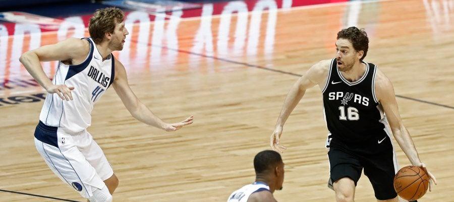 Pau Gasol, en acción ante los Dallas Mavericks