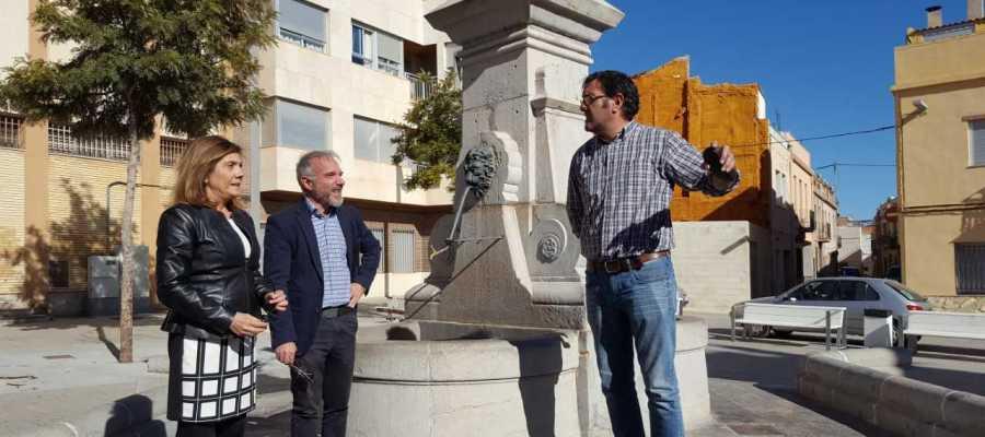 La inversión total es de 25.000 euros y un equipo de expertos ya está trabajando en la recuperación de varios elementos de la Font de Julià y de la Mercè.