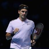 Roger Federer celebra un punto ante Zverev