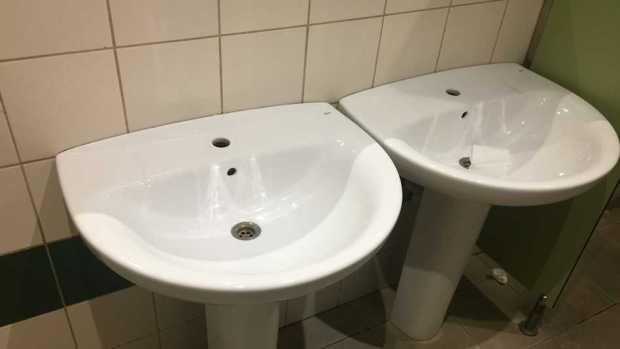 Mesa de redacción: En Barcelona piden más lavabos públicos