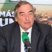 El presidente de la CEOE, Juan Rosell, en los estudios de Onda Cero