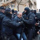 Los manifestantes se concentran fuera del Museo de Lleida