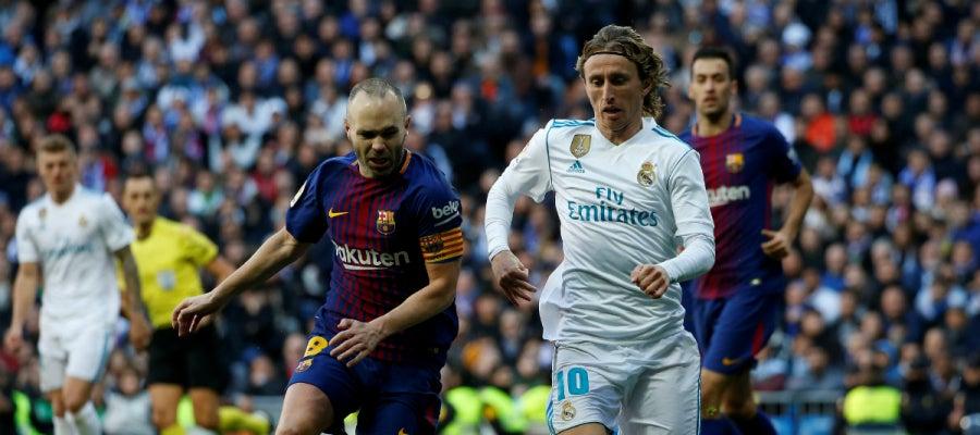 Iniesta, ante Modric