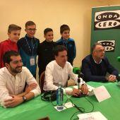 José Ramón de La Morena junto a los niños de LaLiga Promises