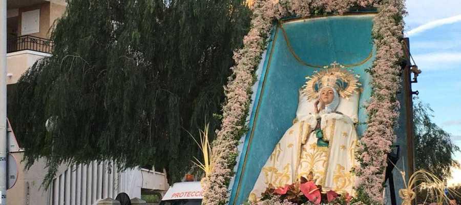 La Virgen de la Asunción es trasladada en romería hasta Elche desde la playa del Tamarit de Santa Pola