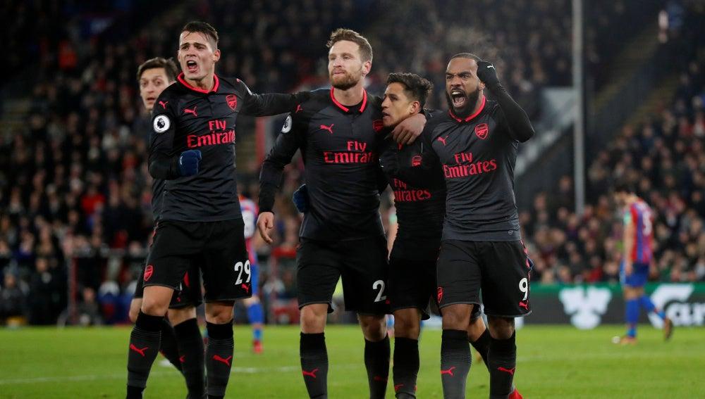 El Arsenal celebrando el gol