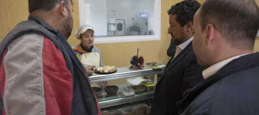 La Diputación apoya al sector lácteo provincial y fomenta el consumo de sus productos.