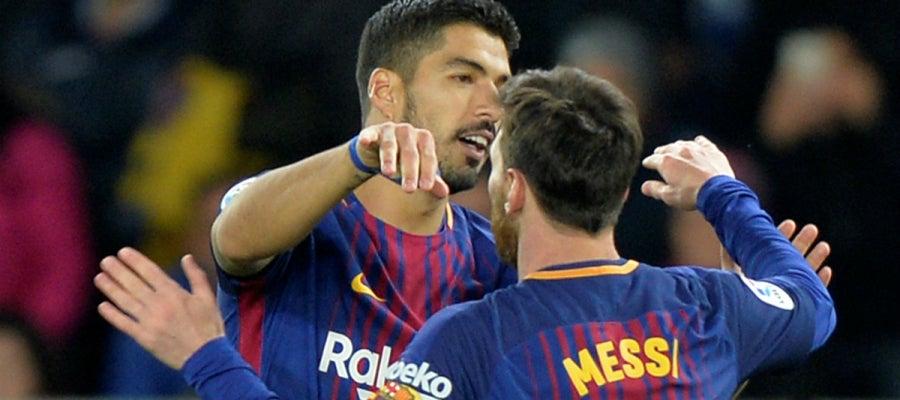 Suárez celebra el gol con Messi
