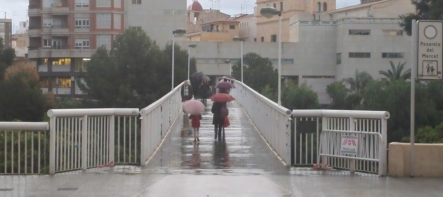 Pasarela del Mercado de Elche en un día de lluvia