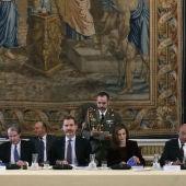 Los Reyes presiden la reunión de la Fundación Princesa de Girona