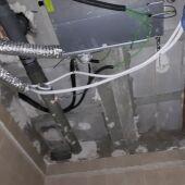 Cuarto de baño en el que se desprendió parte del techo
