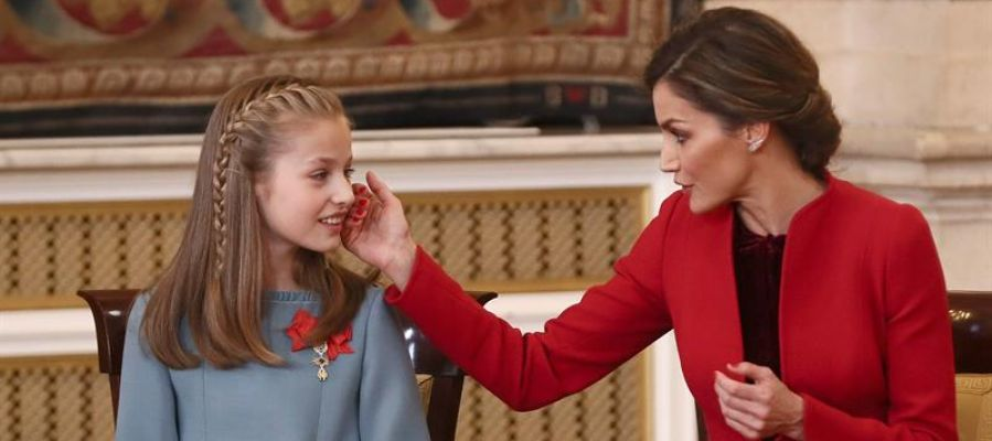 La Reina Letizia con la Princesa de Asturias tras la entrega del Toisón de Oro