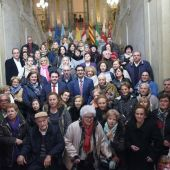 José Manuel Caballero con familiares de represaliados en la provincia