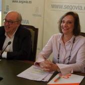 Alfonso Reguera, portavoz del PSOE, y Mª José García Orejana, de Ciudadanos, en la rueda de prensa del acuerdo de presupuestos.