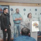 Manuela Nieto y responsables de dos bares participantes en la Ruta del Puchero Carnavalero