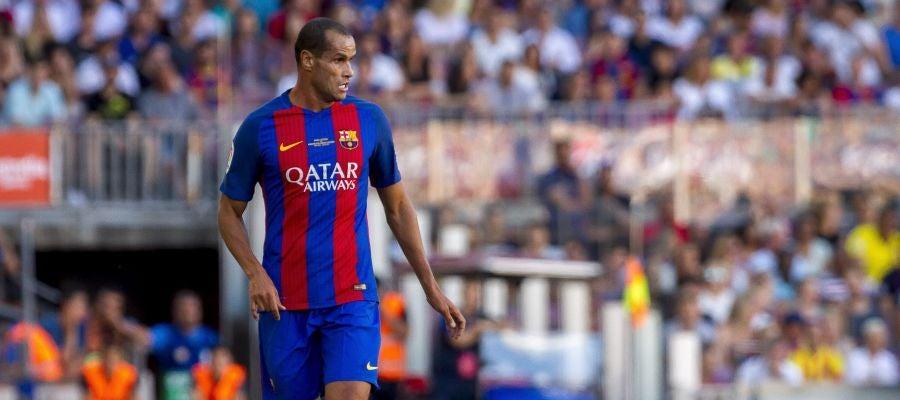 Rivaldo en un partido con el Barcelona