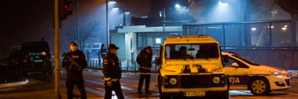 Policía en Montenegro tras el ataque contra la embajada de Estados Unidos
