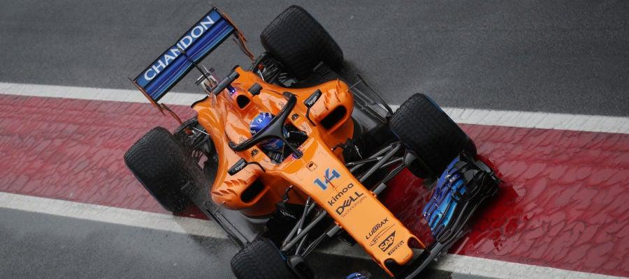 Fernando Alonso, rodando en el circuito de Cataluña