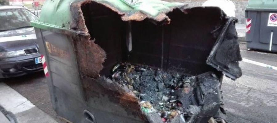 Contenedor quemado en Arrabal
