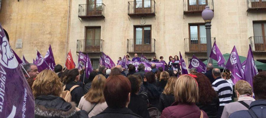 Concentracion en la Plaça de Baix con motivo del 8 de marzo