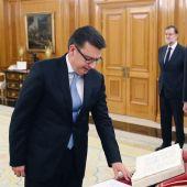 Román Escolano jura el cargo como ministro de Economía, Industria y competitividad ante el Rey y en presencia de Rajoy