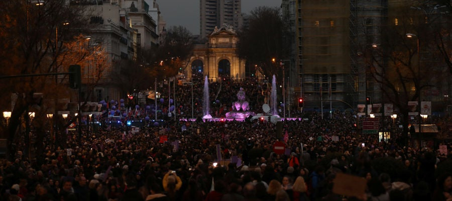 Una marea violeta clama en toda España contra la discriminación en un Día de la Mujer histórico