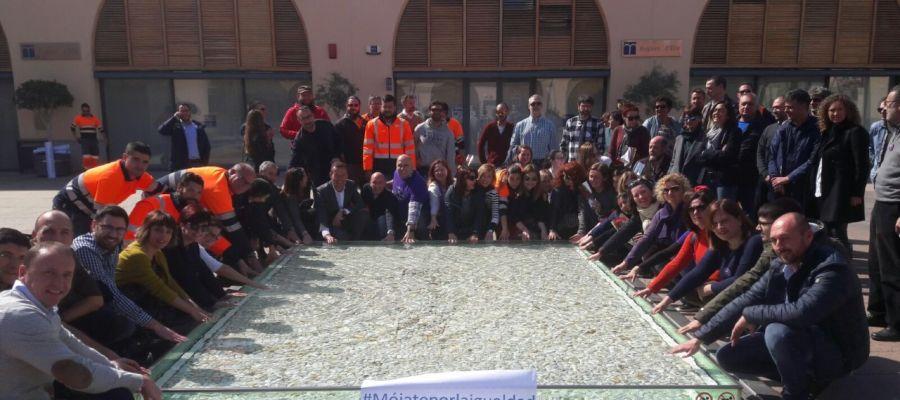 Concentracion en la empresa mixta Aigües d'Elx con motivo del 8 de marzo