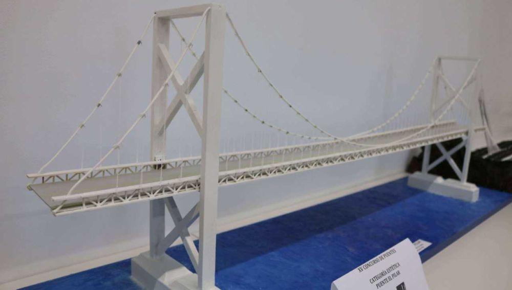 Puente hecho de palillos de helado ganador en la categoría de Estética