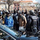 Varios senegaleses concentrados en la Plaza Nelson Mandela de Lavapiés (Madrid)