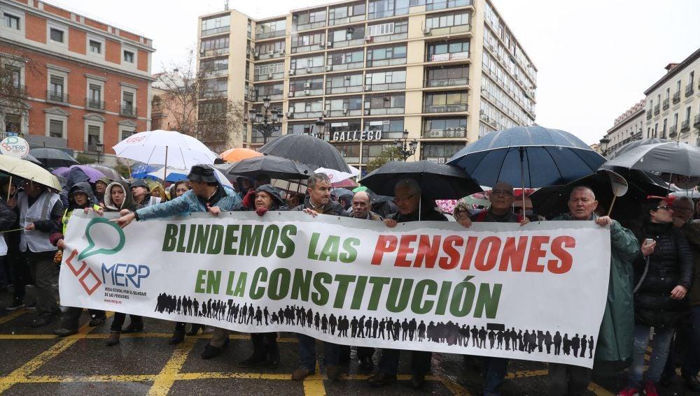 Cabecera de la manifestación en defensa de unas pensiones dignas en Madrid