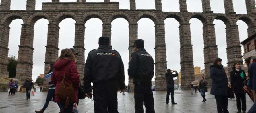 Policias junto al Acueducto