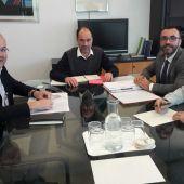 L´alcalde de Vila-real José Benlloch i el regidor de Territori Emilio Obiol junt amb representants de la conselleria.