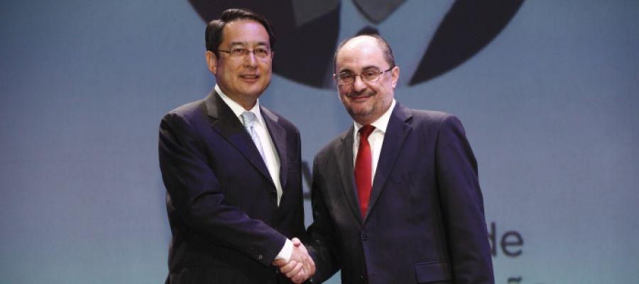 El presidente, Javier Lambán, y el embajador de China en España, Lyu Fan