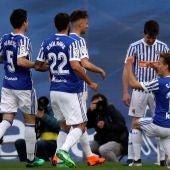 Los jugadores de la Real Sociedad celebran un gol en Anoeta