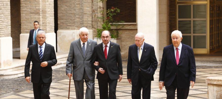 El presidente Lambán junto a Bolea y miembros del primer Ejecutivo autonómico