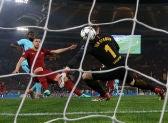 Dzeko hace el primero ante el Barça