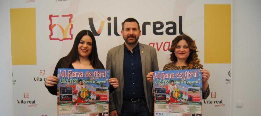 El regidor de Turisme Diego Vila junt amb representants de l´associació Cultural Andalusa de Vila-real.