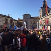 Policías municipales se manifiestan en la Plaza de la Villa de Madrid