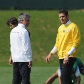 Mourinho y Julio César, en un entrenamiento durante su etapa en el Inter