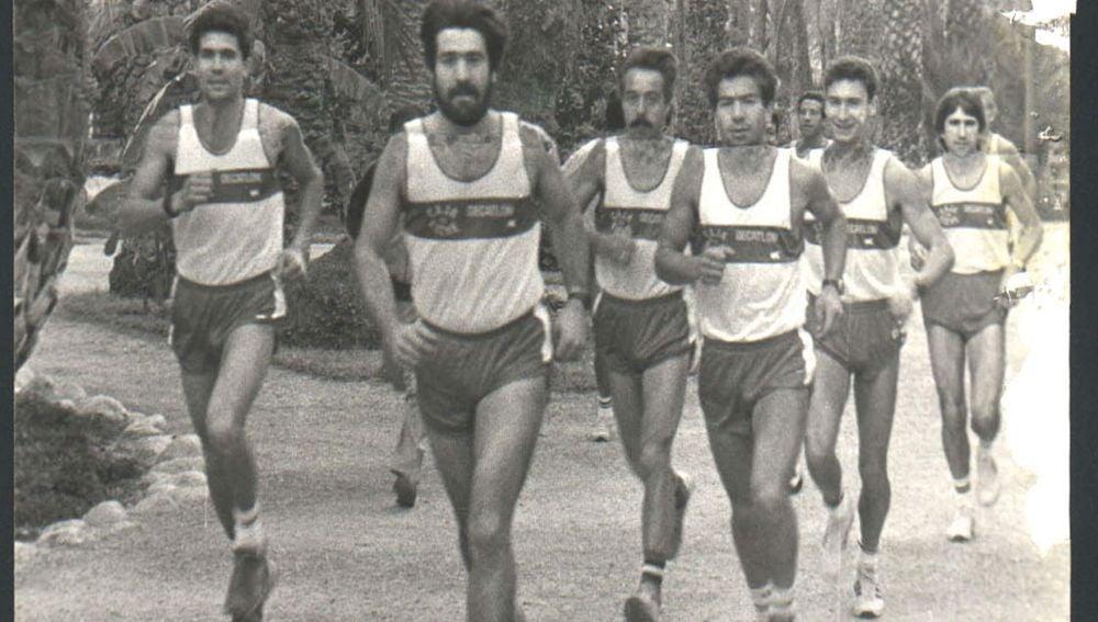 Uno de los primeros equipos del Club Atletismo Decatlon Elche, con Andrés García, Germán Lapaz, Manuel Huerta, Pedro Lapaz, Manuel Dobón y José Noguera.