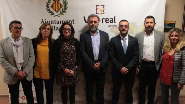 l´alcalde José Benlloch junt amb la vicepresidenta del Consell Mónica Oltra, regidors i organitzadors de les jornades.