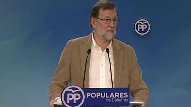 """Rajoy asegura que el Gobierno está haciendo """"todo lo posible"""" para recuperar la """"normalidad y sensatez"""" en Cataluña"""