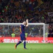 Iniesta ovacionado por todo el Wanda Metropolitano