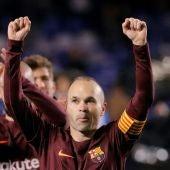 Andrés Iniesta celebra el título liguero en Riazor