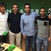Pacheta, tras su entrevista en Onda Cero Elche con Monserrate Hernández, David Marín y Adrián Díaz.