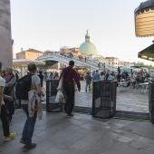 Imágenes de los llamados tornos antituristas en Venecia