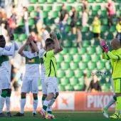 La plantilla del Elche CF celebró en el Martínez Valero su clasificación para el playoff a Segunda División.