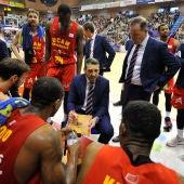 Ibon Navarro dando órdenes al UCAM Murcia
